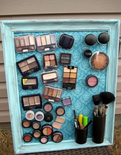 Organisation und Ordnung im Haushalt makeup bilderrahmen hängend