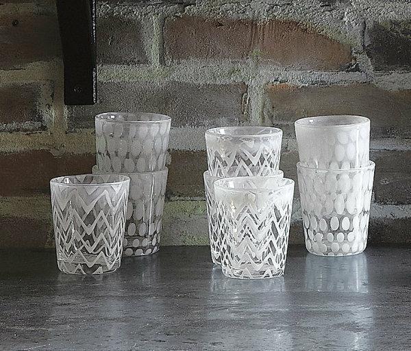 Strahlende Wohnideen für die festliche Winterzeit gläser dekoriert weiß