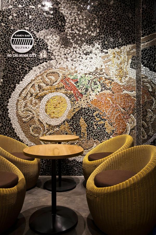 Wandgestaltung mit Mosaikfliesen im Nudel Restaurant