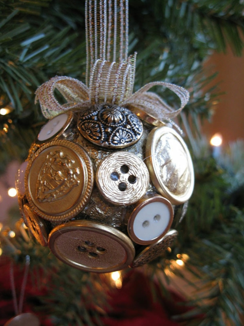 Weihnachtsdekoration selber machen knöpfe glanzvoll