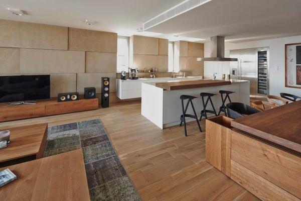 appartement kücheninsel mit weißem sockel und massiver arbeitsplatte