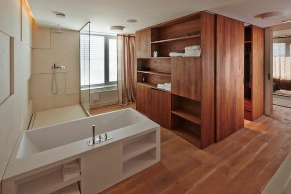 apartement schranksystem aus eichenholz mit schiebetür