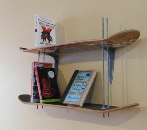 bücherregale aus alten skate boards