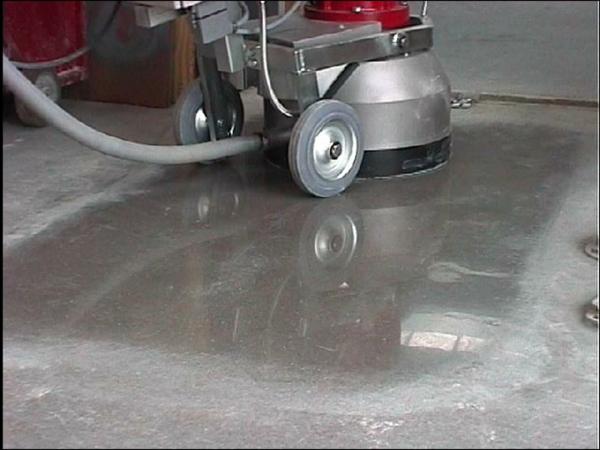 betonfußboden mit poliermaschine bearbeiten