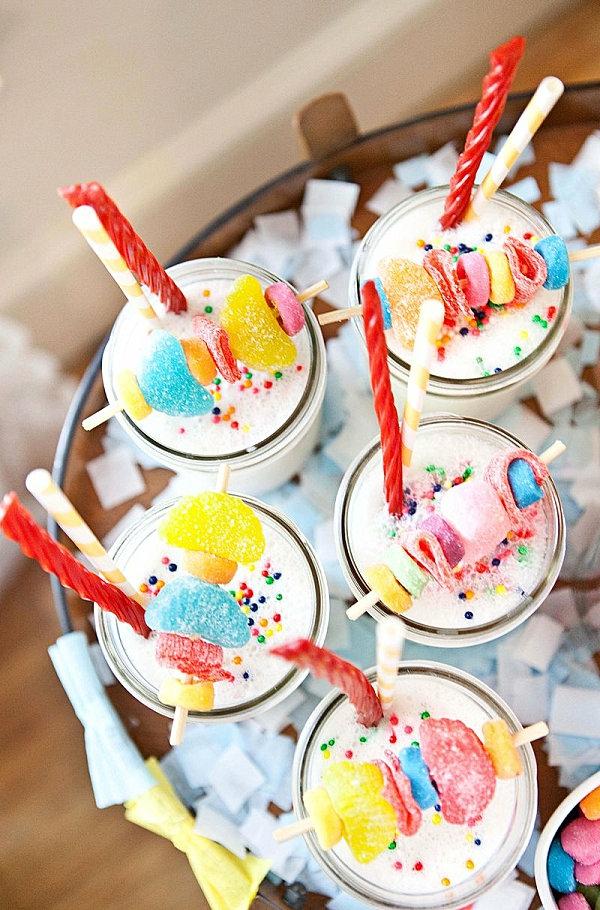 coole inneneinrichtung in bunten farben candy bonbons vanilla milkshake