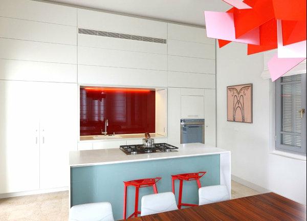 coole inneneinrichtung in bunten farben küche eingeubaut küchenschrank rot