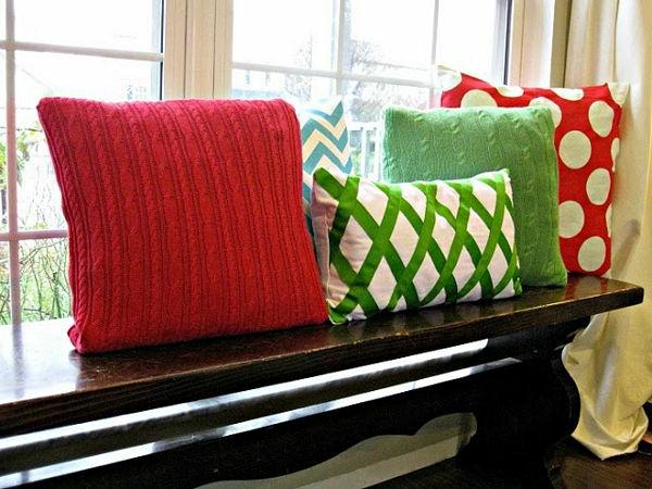 deko kissen bunt aus rotem und grünem pulli