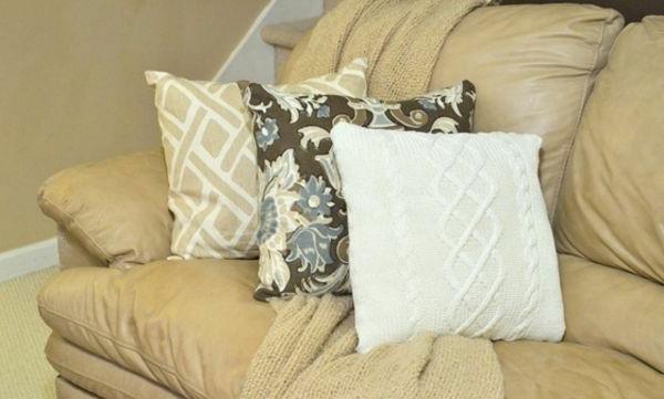 dekokissen selber machen originelle diy ideen aus alten pullis. Black Bedroom Furniture Sets. Home Design Ideas