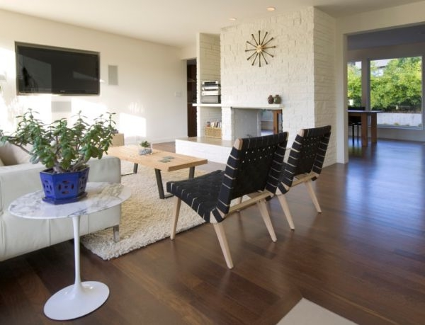 designer stühle hochfloriger teppich in weiß risom chairs in schwarz