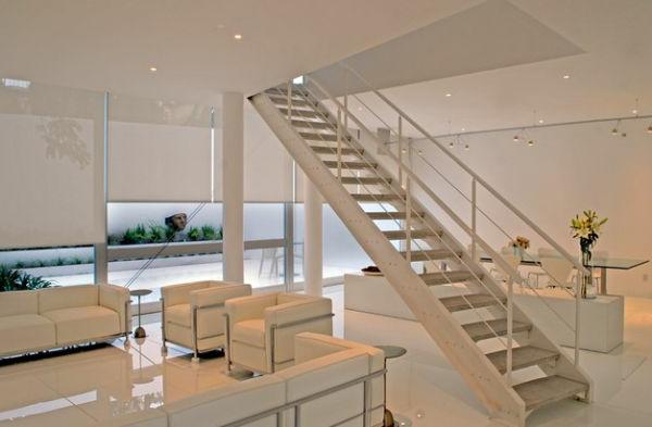 designklassiker weißleder sessel und couch und hochgalnz boden