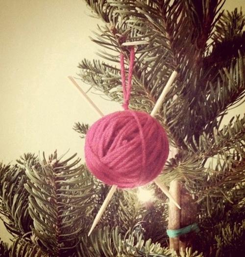 diy weihnachten ornamente garn kugel rosa stricknagel
