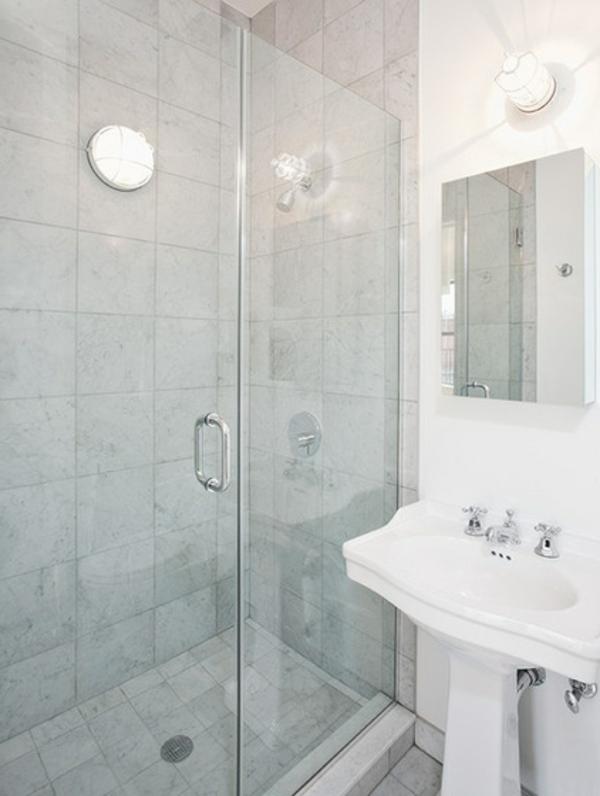 einzimmerwohnung duschkabine in hellgrau mit fliesen