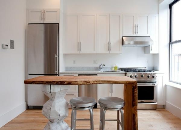 einzimmerwohnung elegante schränke in weiß bemalt