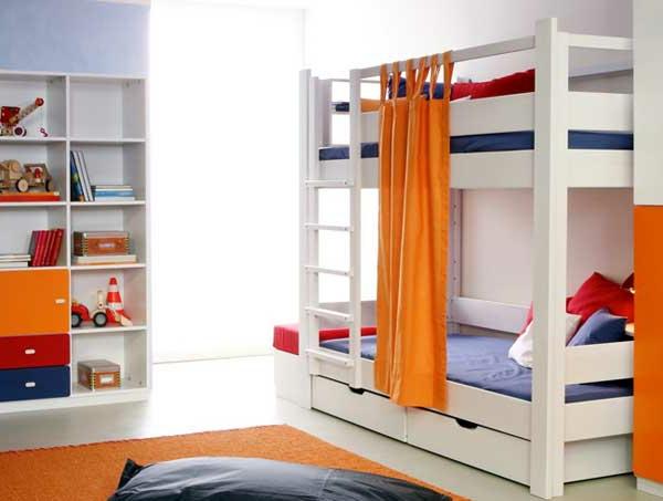 etagenbett mit schlaufengardinen und schubladen