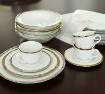 Festliches Essen – prachtvolle Tischaccessoires in Gold-Optik