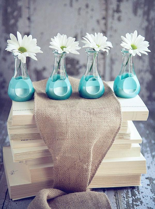 glasvasen dekorieren wie sie mehr farbe zu ihren blumen einf gen. Black Bedroom Furniture Sets. Home Design Ideas