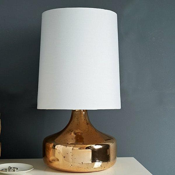 goldtouch tischlampe mit lampenfuß glänzend mit rosernem unterton
