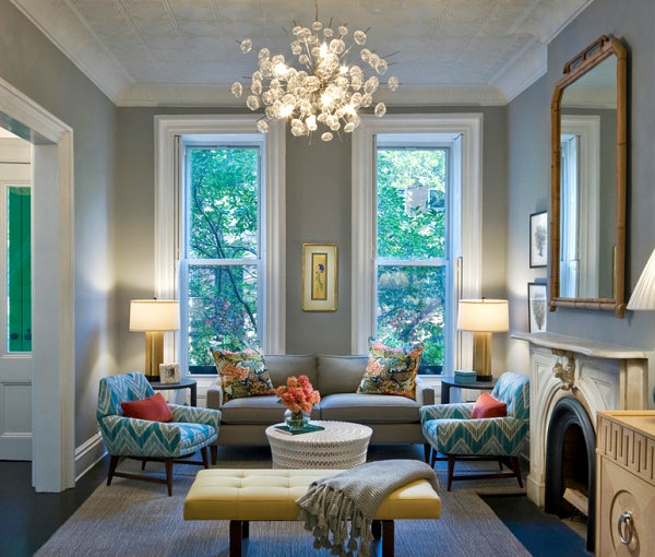 hängelampe kronleuchter stil wohnzimmer einbaukamin sessel gemustert