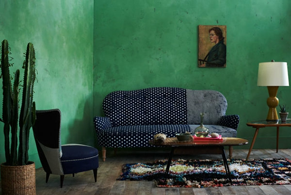 jadegrün wandgestaltung wohnzimmer sofa getupft blau weiß