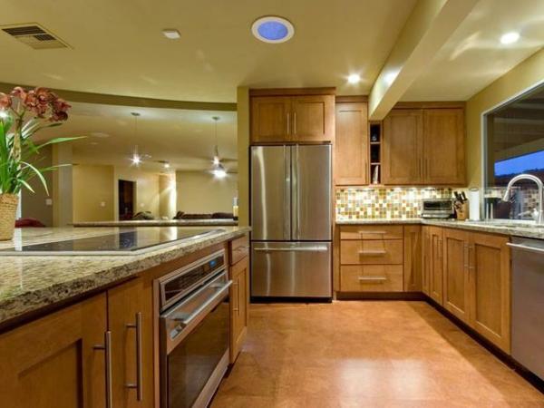 küchenboden glänzend in terrakotta