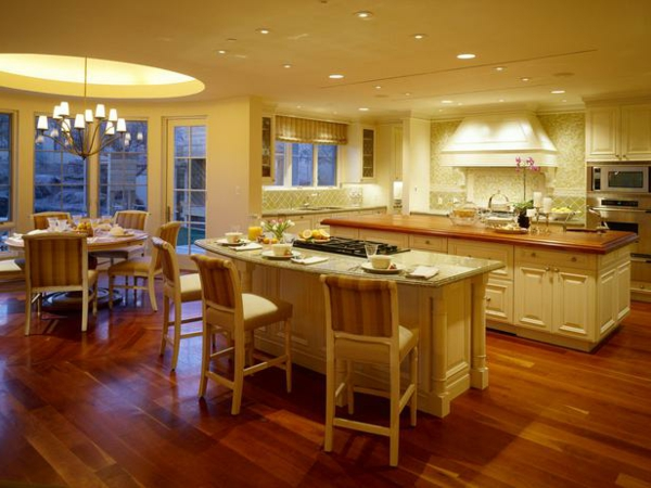 küchenboden helles parkett und kücheninsel in marmor optik