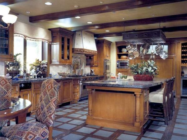 küchenboden taubenblaue quadraten und dunkles holz