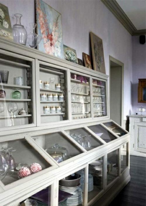 küchenideen langes vitrinenregal