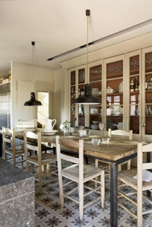 küchen ideen robuster esstisch und hängelampen im industriestil