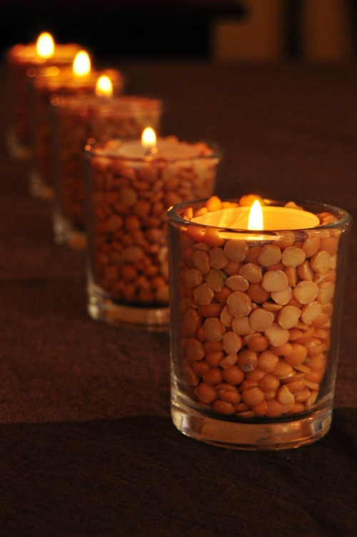 kerzen dekoration kerzenständer aus gläser voller linsen