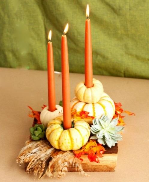 kerzen dekoration orange minikürbise und feder