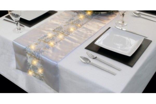 leichte Dekoideen für eine wunderliche Silvesterparty lichterketten
