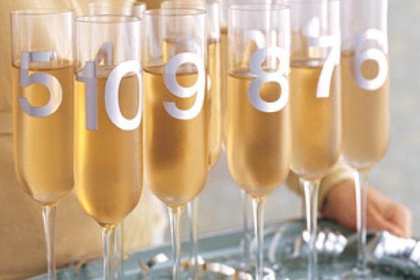 leichte Dekoideen für eine wunderliche Silvesterparty ziffer champagne