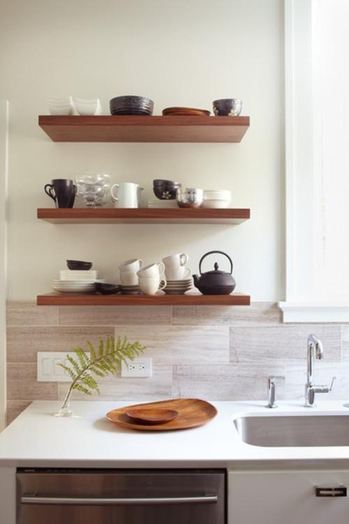 offene küchenregale elegant aus nussbaumholz