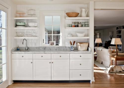 offene küchenregale symmetrisch marmor arbeitsplatte