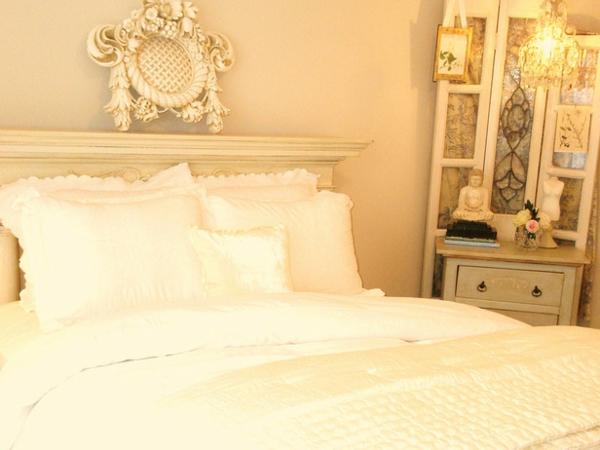 romantische Schlafzimmer bettwäsche cremig gelb weiß vintage