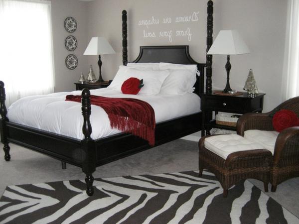 romantische Schlafzimmer bettwäsche weiß rot bettdecke nachttischlampe