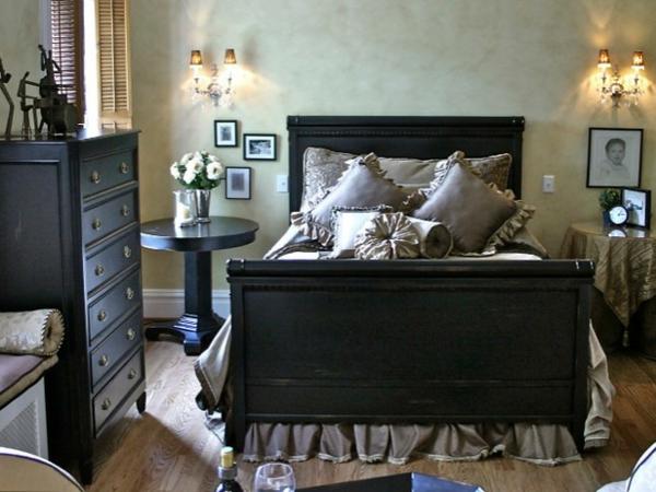 romantische Schlafzimmer kopfteil schwarz nachttisch schwarz