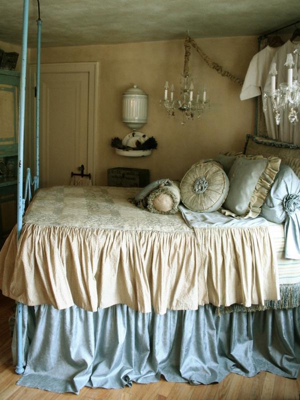 romantische Schlafzimmer kronleuchter bettwäsche seide