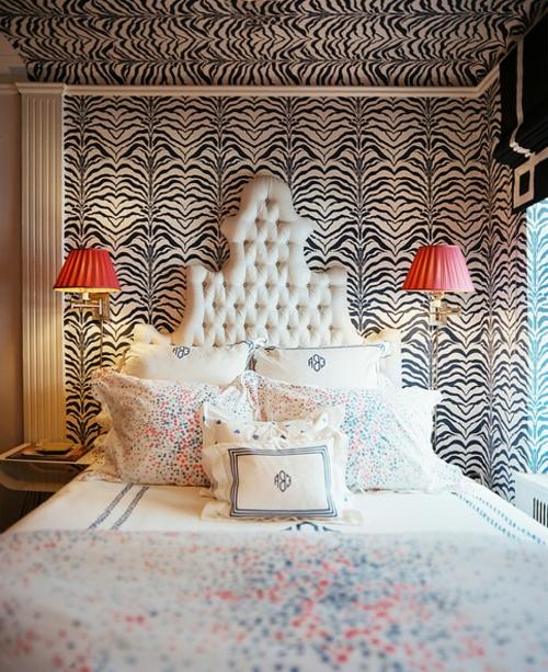 schlafzimmer gestalten wand und zimmerdecke mit zebra muster
