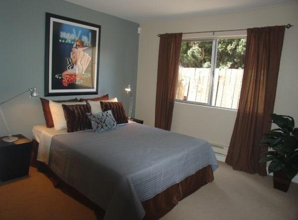 vegas wirkung schlafzimmer grau bettwäsche gardinen gemälde