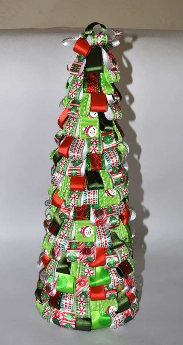 weihnachtsbaum kreativ basteln aus geschenkbändern