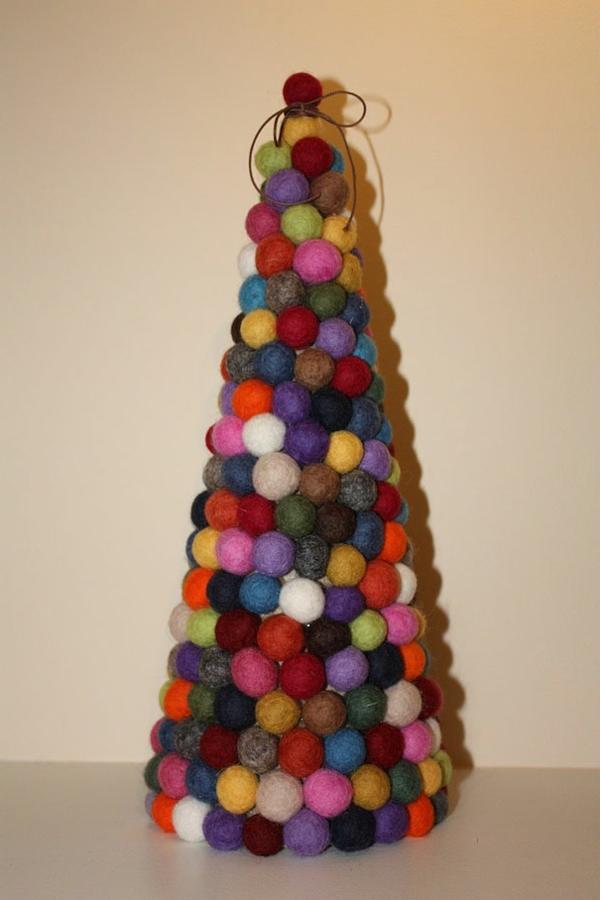 weihnachtsbaum basteln bunte filzbällchen