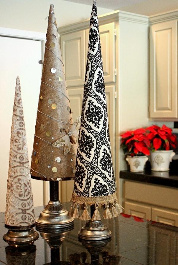 weihnachtsbaum basteln mit edlen stoffen verkleidete konusse