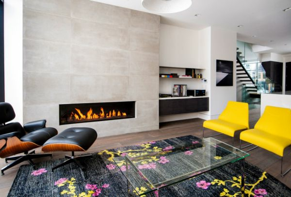 wohnzimmer farben texturen gelb auflagen stühle