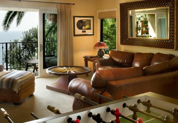 wohnzimmer spielzimmer spiegel sofas braun leder