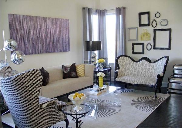 wohnzimmergestaltung eklektisch mit barocksofa und moderne wandkunst