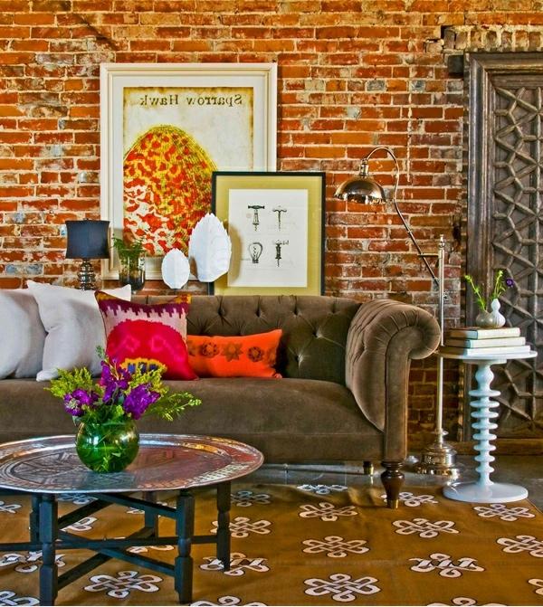 wohnzimmergestaltung ziegelwand orientalischer runder beistelltisch