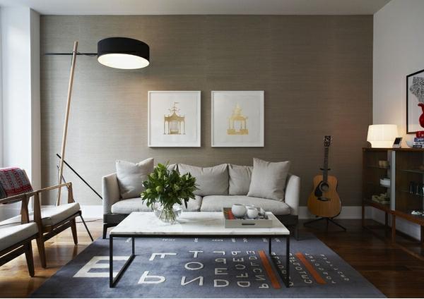 wohnzimmermöbel kuschelweicher teppich in pastellblau mit buchstaben