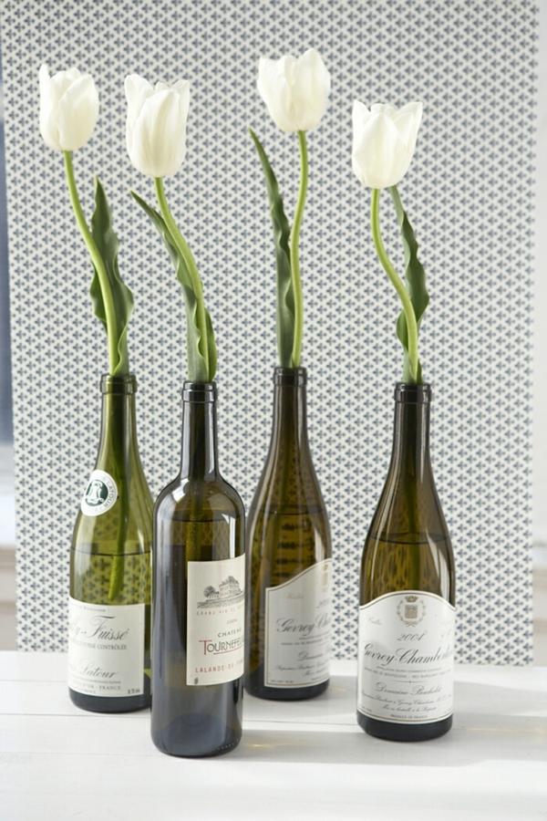 Bastelideen-für-DIY-Projekte-aus-Weinflaschen-blumen-vase-tulpen