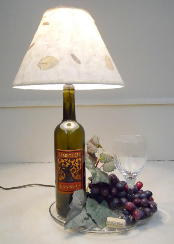 Bastelideen für DIY Projekte aus Weinflaschen tischlampe